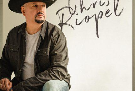 """Chris Riopel présente l'extrait radio """"Nos amours s'enterrent"""", tiré de son nouvel album."""
