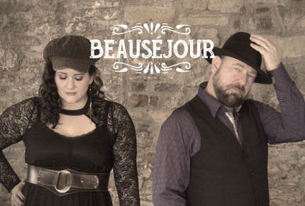 """La formation Beauséjour créé un lien entre l'Est et l'Ouest avec leur premier titre """"Le vieux country""""."""