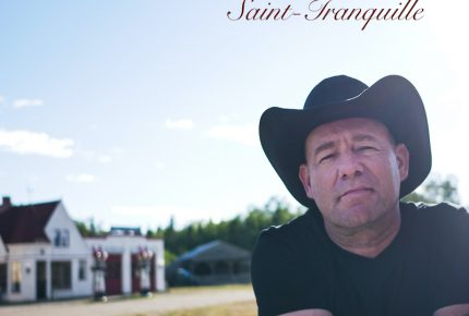 Danny nous fait visiter son village intemporel avec son premier extrait radio «Saint-Tranquille»