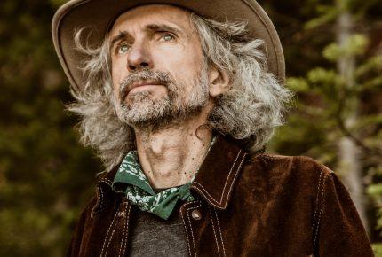 """Éric Goulet présente le premier extrait radio """"Ma tête est mise à prix"""" tiré de son tout nouvel album qui paraîtra le 30 avril 2021."""